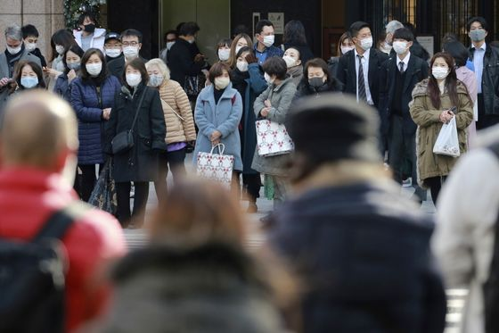 Japanese Citizens Urged to Wear Masks at Home as Cases Swell