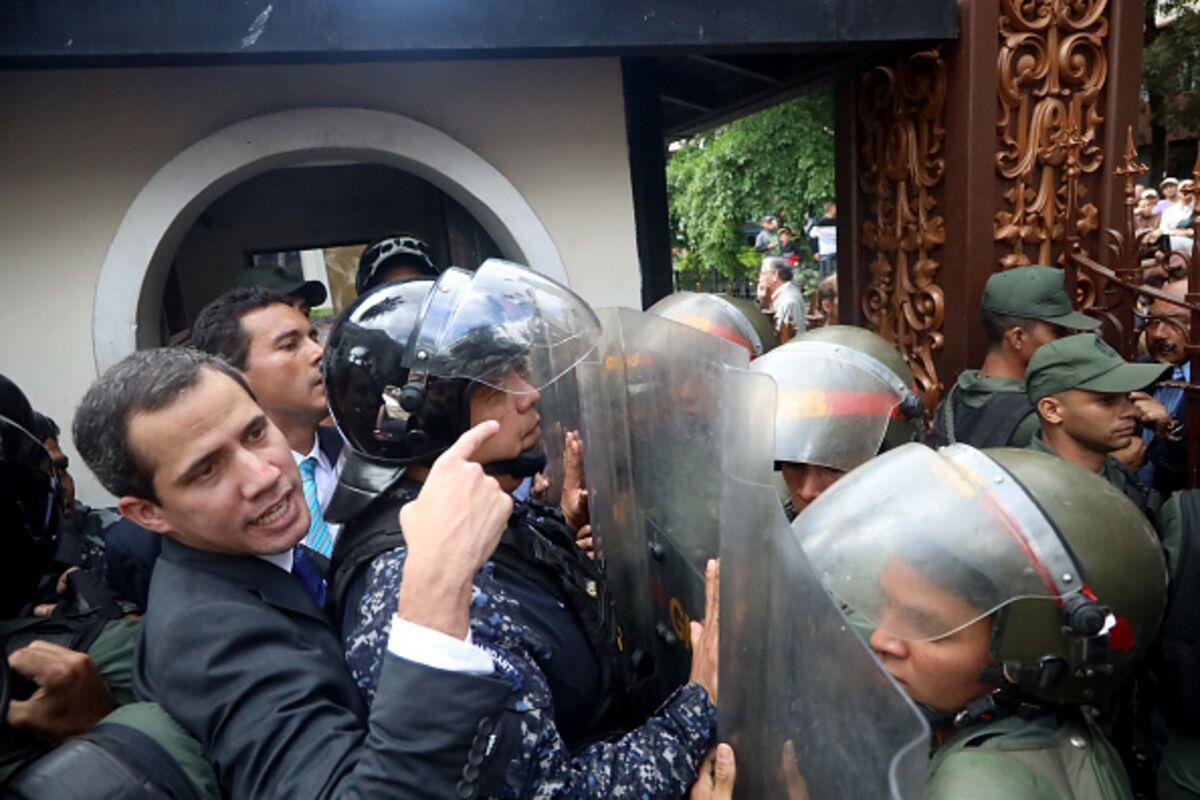 Venezuela's Opposition Finds an Air Pocket