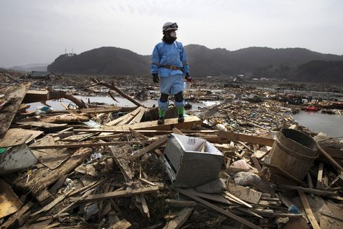Contractors Rush in Kan Pledges to Rebuild After Japan Quake