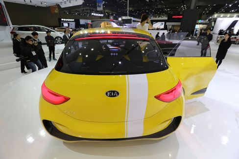 Kia Profit Tumbles Steeper-Than-Estimated 35% on Output, Won