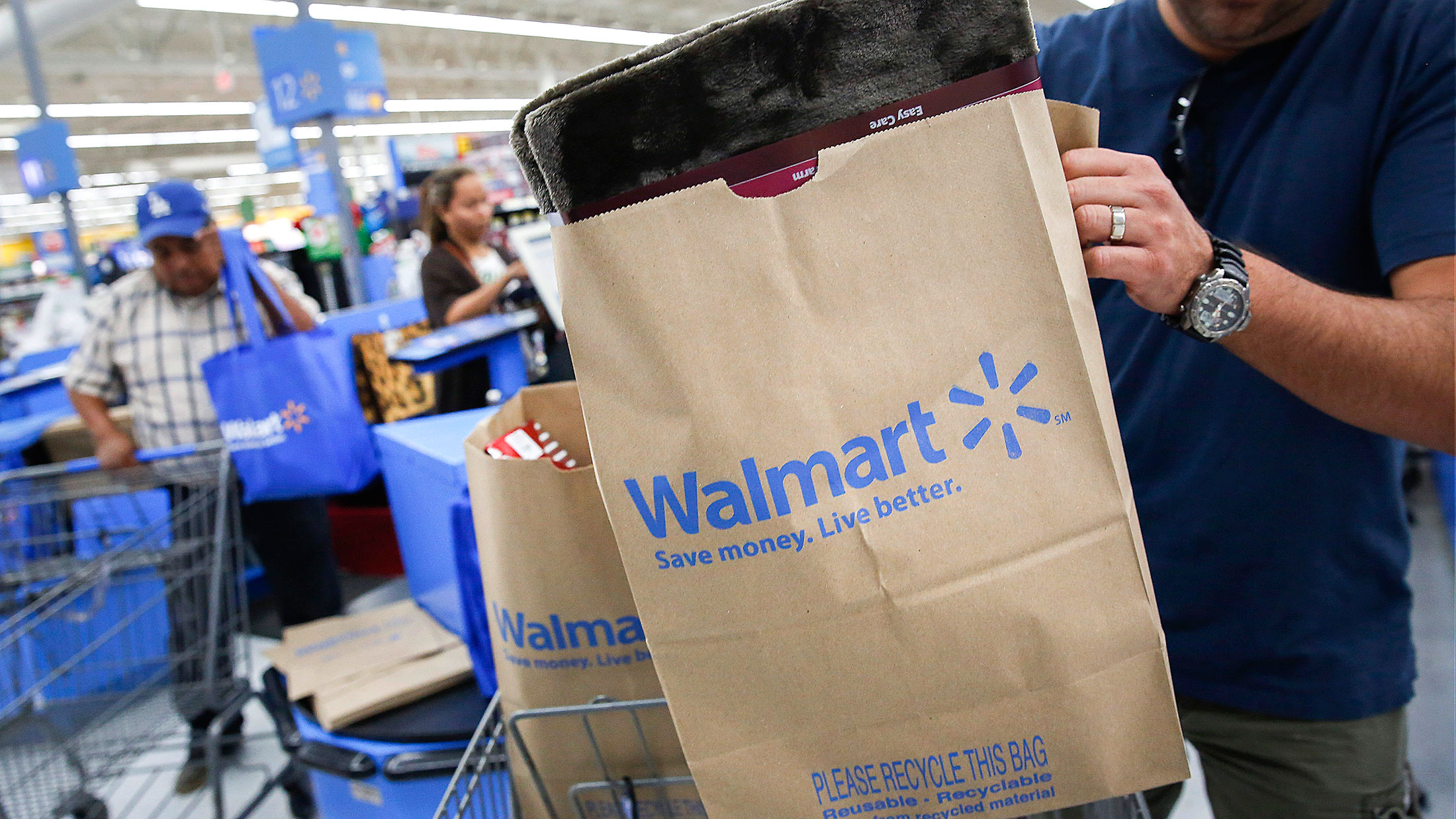 Wal-Mart Takes Another Swipe at Fees for Payment Cards - Bloomberg