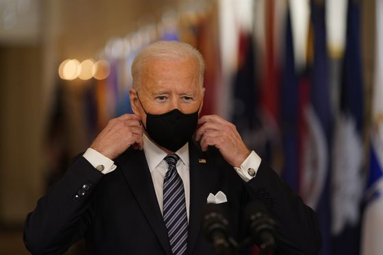 Biden's Gamble on Covid Vaccine Depends on a Lot Going Right