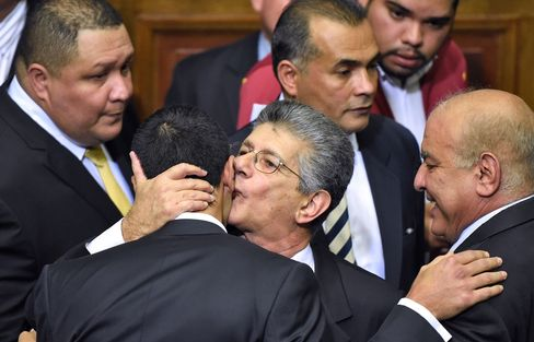 Henry Ramos Allup is greeted by other opposition lawmakers.