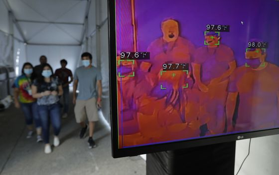 U.S. Shifts Virus Testing Support, Raising Concern in Texas