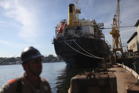 Petrobras Avoiding Bond Market as Selloff Deepens