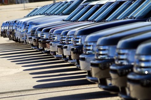 Ford Predicts U.S. Auto Sales to Rise After May-June Trough