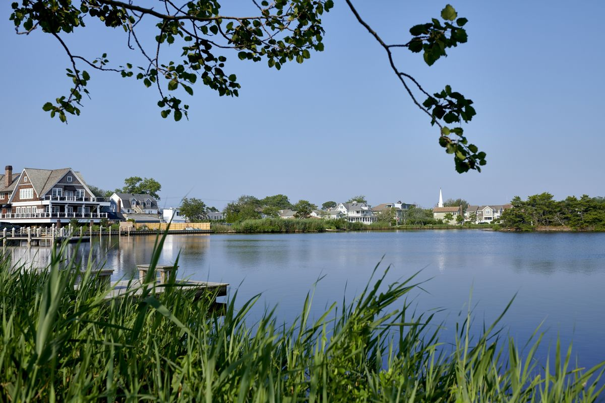 Rich New Jersey Shore Enclave Says No to Climate-Change Rail Project