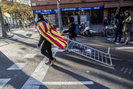 Barcelona Clashes Are Flashpoint in Detente With Separatists