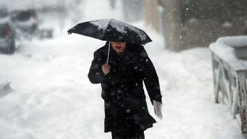 NYC, Boston Brace for Blizzard as Snow Grounds Flights