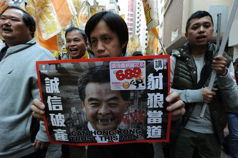 Hong Kong Protesters Demand Leung Step Down on Credibility Loss