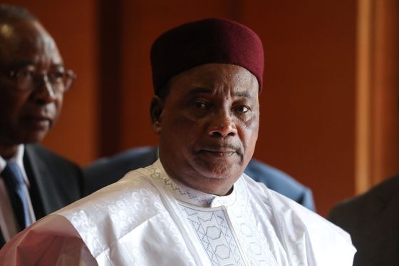 Deadly Attack on Niger Base Forces President to Shorten Trip