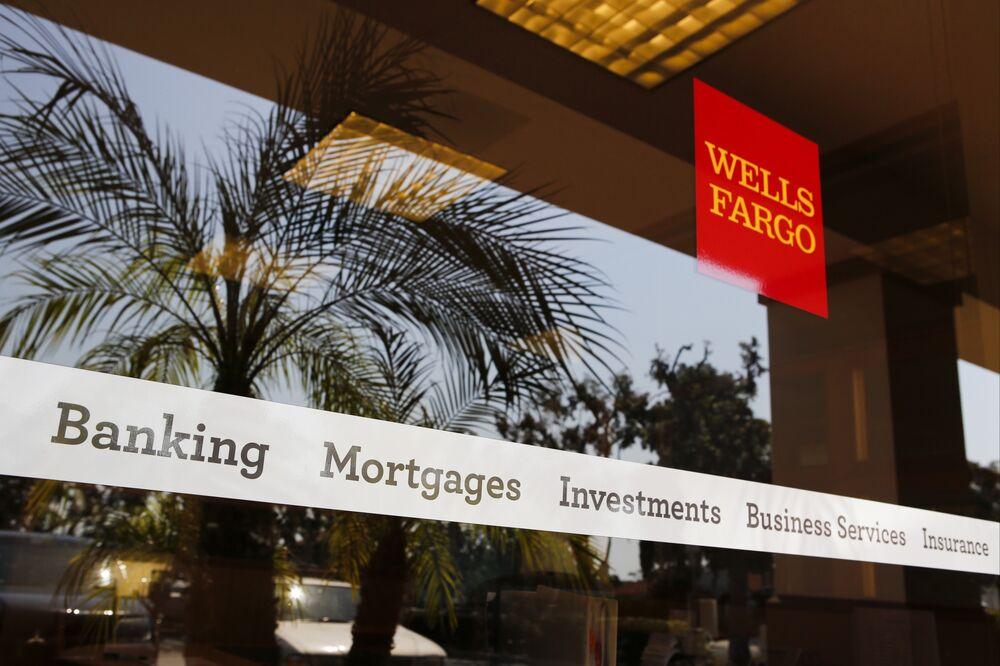 Goldman, Wells Fargo Look to Credit Cards for Bigger Returns