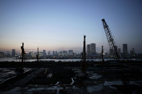 Japan's Output Misses Estimates With Inflation Unchanged in July