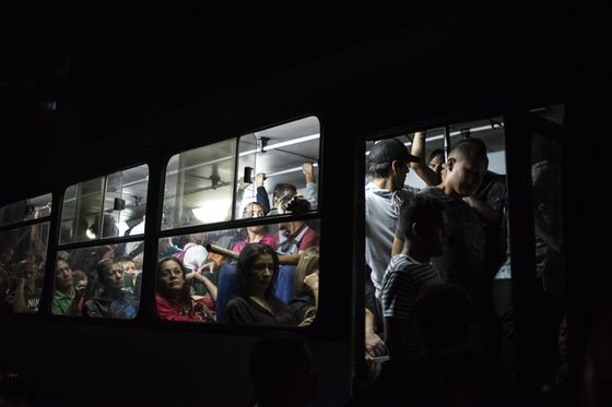 Venezuela Plunges Into Darkness, and Leaders See a Conspiracy
