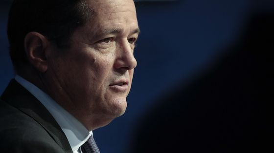 Barclays Shares Slump as Debt Trading and Expenses Disappoint