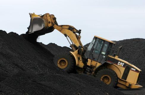 Caterpillar Declines on Signs of Mining Slowdown: Chicago Mover