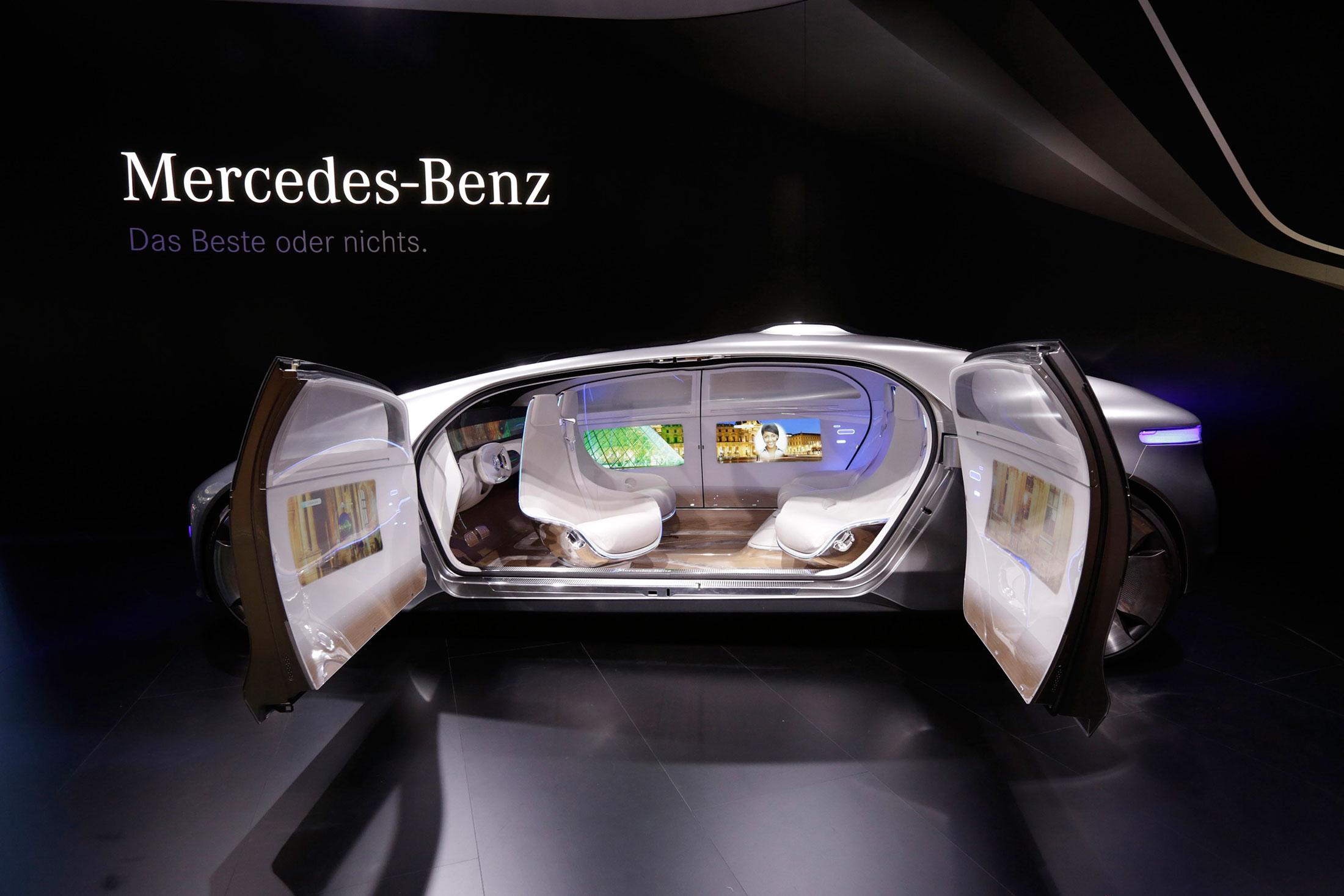 Mercedes-Benz AG F015