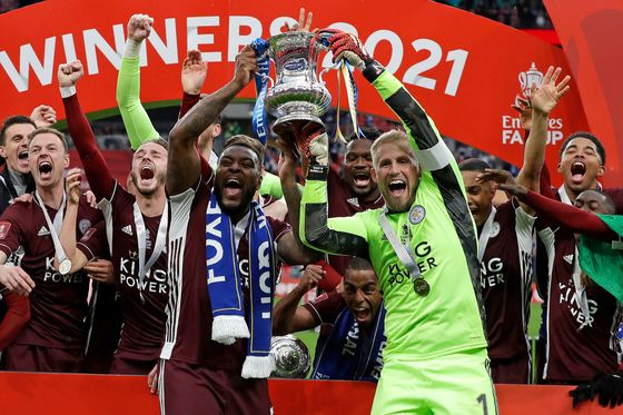 Leicester City Beats Chelsea 1-0 to Win Soccer's FA Cup