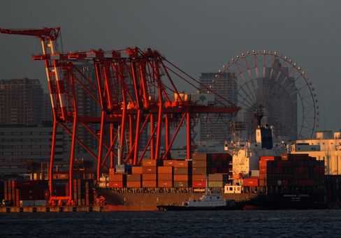 Japan's Exports Slide a Third Month on Weakness in Global Demand