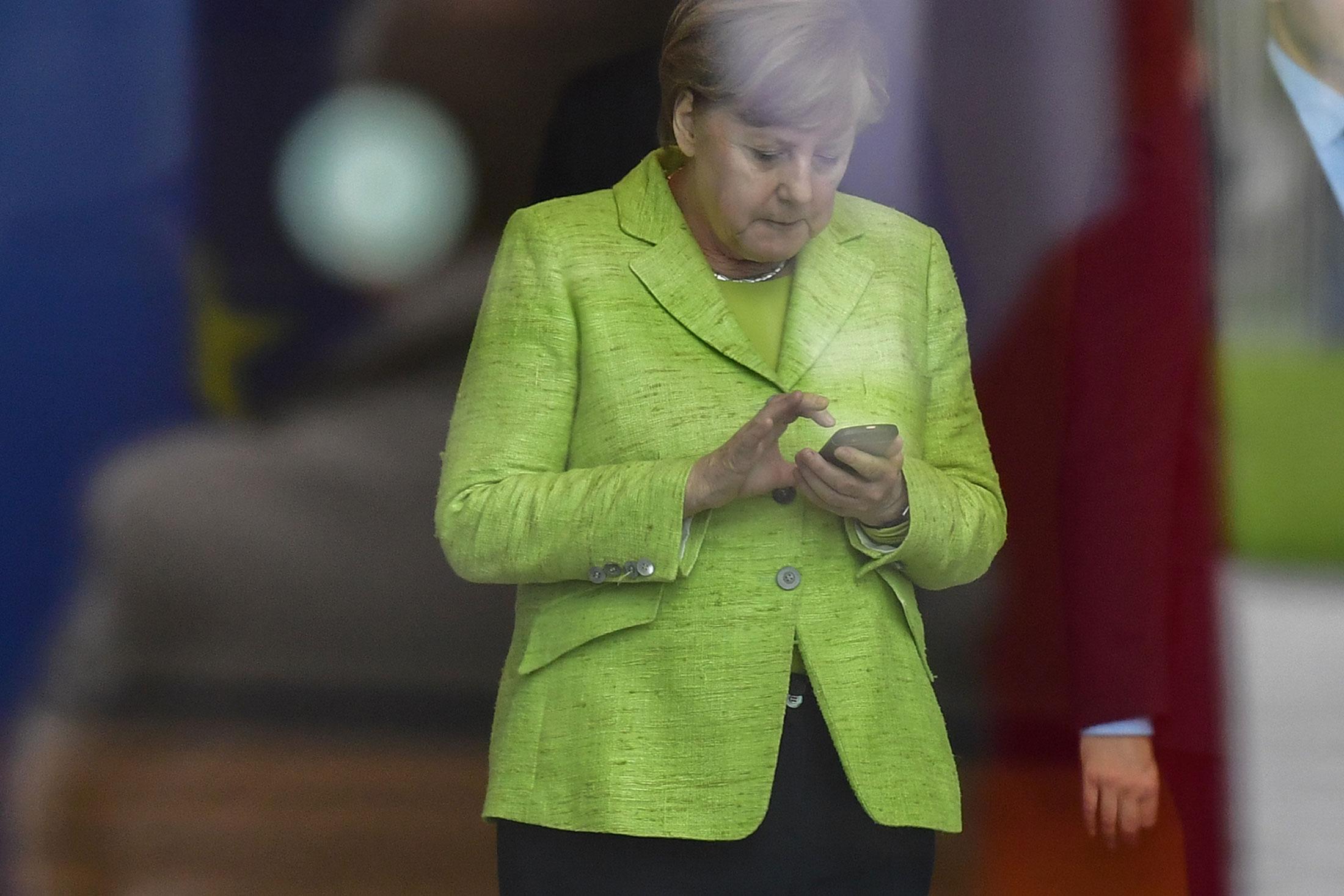 Angela merkel twitter ban trump