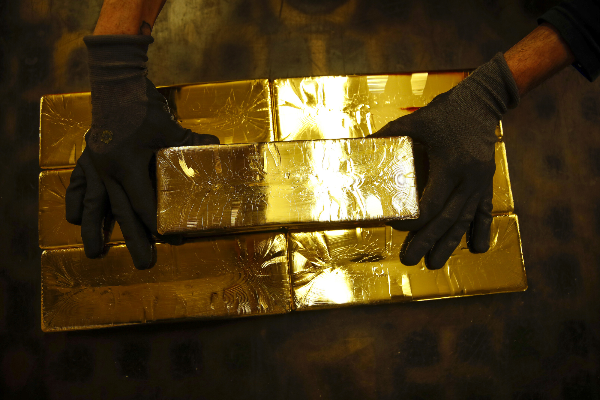 bloomberg.com - Sarah Ponczek - Buy Gold, Sell Stocks Is the 'Trade of Century' Says One Hedge Fund