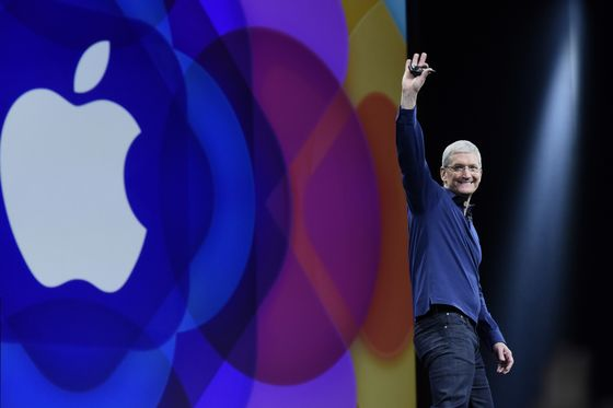 Apple Becomes First U.S. Company to Hit $1 Trillion Value