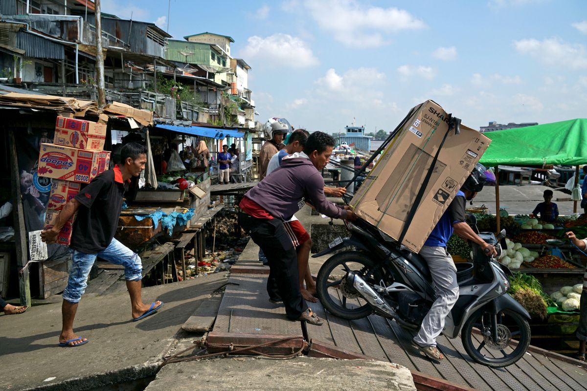 Funds Flock to Indonesia and India to Escape Slumping Yields