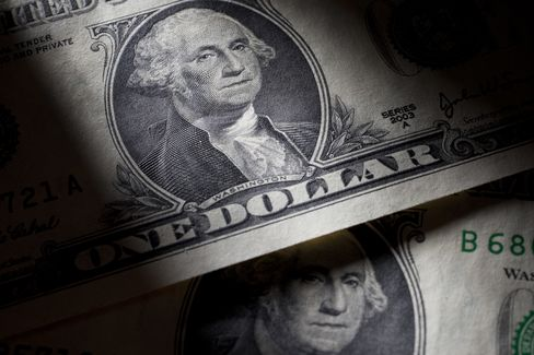 Dollar Remains Lower After Yellen Endorses Accommodative Policy