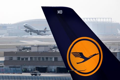 Lufthansa Said to See Boeing-Airbus Split on $14 Billion of Jets