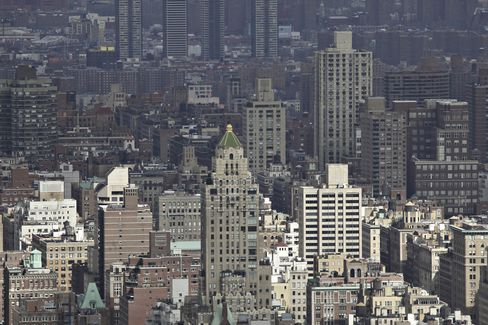 Manhattanites Move to Luxury Rentals as Cost Falls