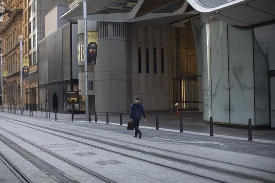 Australian Employment Tumbles in August as Lockdown Hits