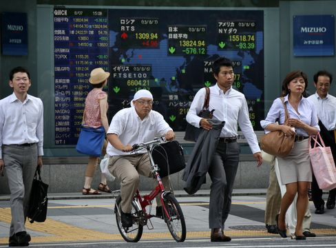 Japan Stocks Rebound as Yen Extends Retreat While Crude Rallies