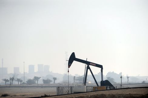 Oil, Gold Gain Asian Stocks Decline on Middle East Tension