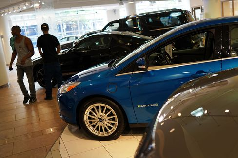 Automakers Refuse to Give Up on Millennials Who Don't Buy