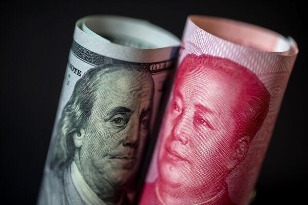 Hong Kong Stocks Drop With Yuan as U.S.-China Tensions Increase