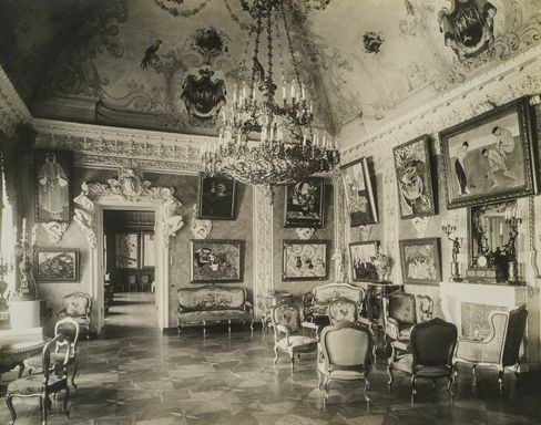 The interior of Trubetzkoy Palace, with Shchukin's collection.