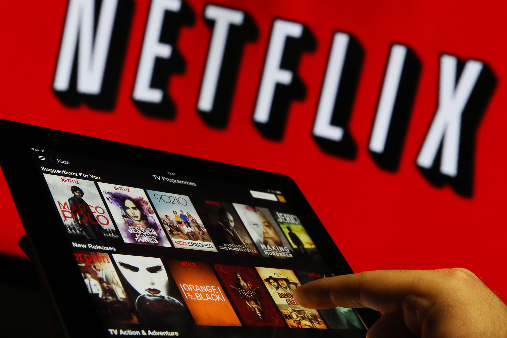 How Netflix Could Eventually Stop Losing Money - Bloomberg