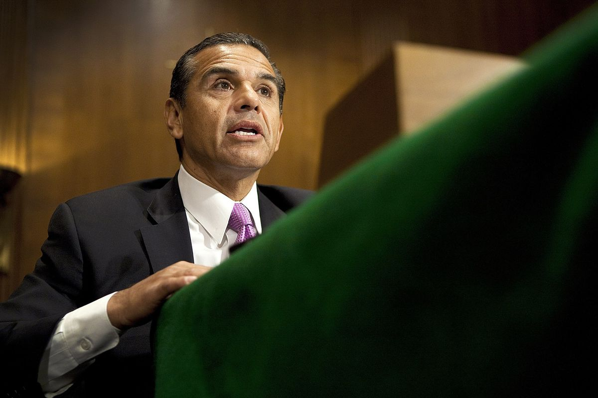 Villaraigosa Calls Out Uber in Campaign for California Governor