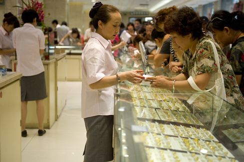 Jewelers Want Platinum for Asians After Gold Vaults