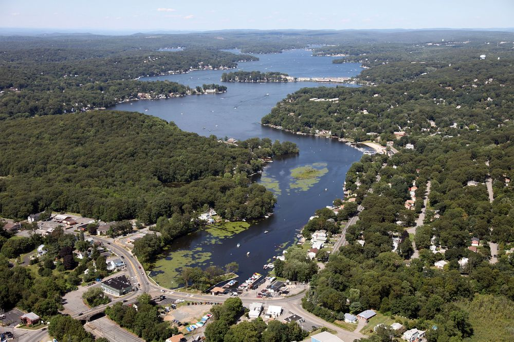 Biggest N J  Lake Has Been Mostly Shut to Swimmers on Algae