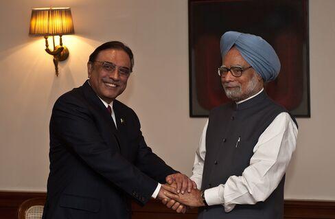 India's Singh Accepts Zardari's Invitation to Visit Pakistan
