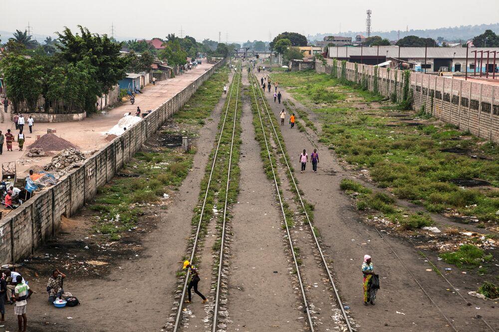 People walk along the railroads nearKinshasa