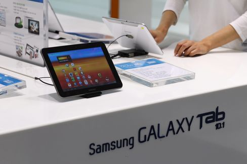 Apple-Samsung Clash Belied by Data Showing Interdependence