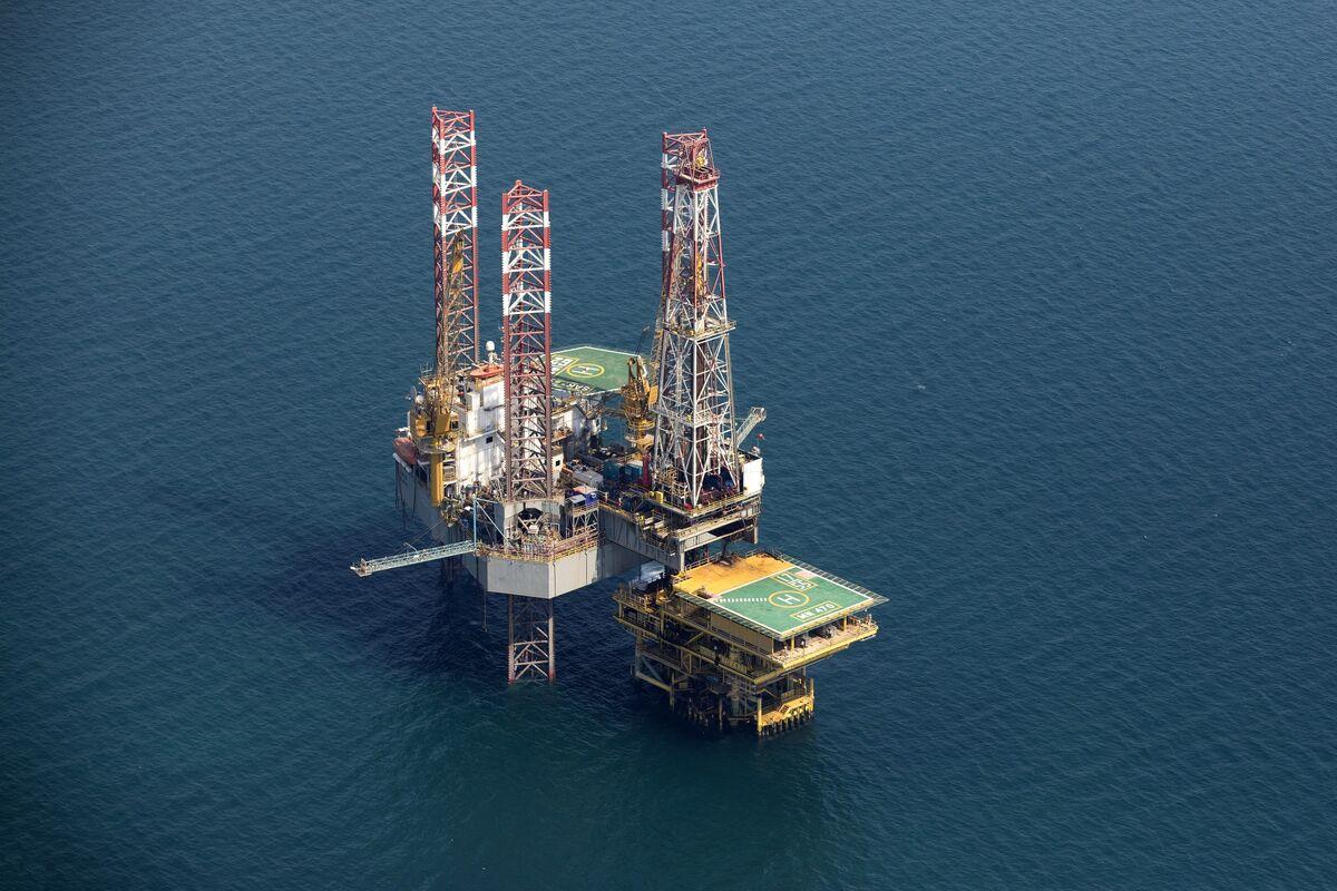 Humbled Saudis May Yet Clinch OPEC+ Deal as Virus Crisis Worsens