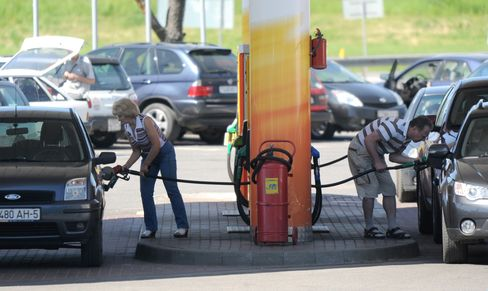 Belarusians Protest Fuel-Price Increase With Car Blockade