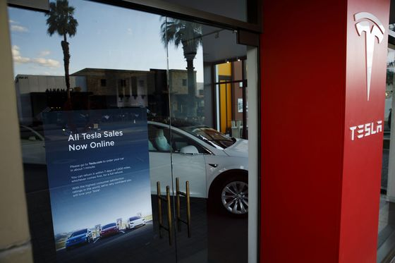 Tesla's 'Amateur Hour'Backpedaling Prompts Analyst Head-Shaking