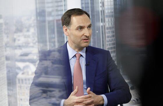 Deutsche Bank May Cut Bonuses If Revenue Stalls, CFO Says