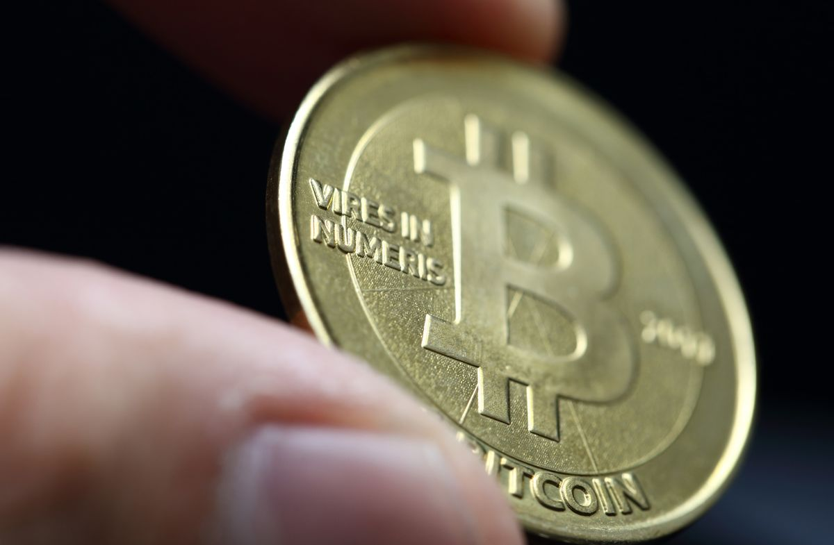 Bitcoin Tumble Erases $38 Billion as Rival Cryptocurrency Gains - Bloomberg