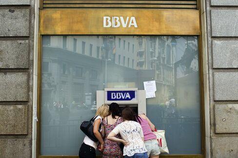 European Stocks Drop as Spain's Borrowing Costs Jump; BBVA Falls
