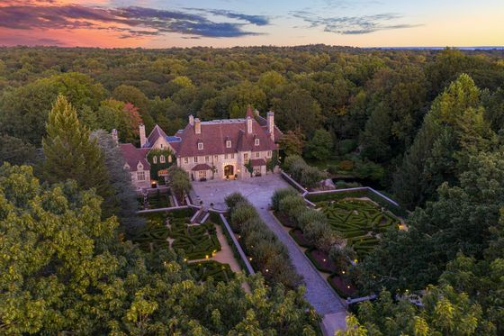 Greenwich Mansion Owned by Shoe Mogul Vince Camuto to Sell at Auction